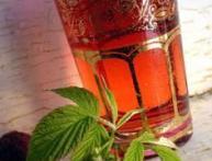 Как применяются полезные свойства листьев малины в народной медицине