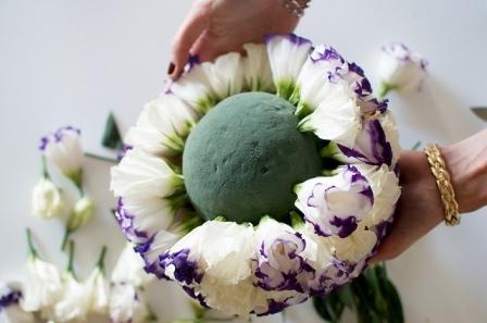 шар из цветов