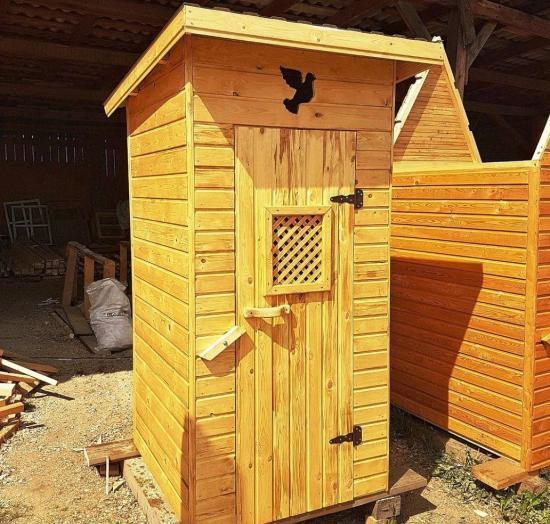 Как построить туалет на даче своими руками, из дерева и кирпича
