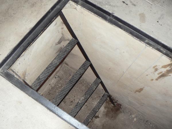 Фото лестница в подвал своими руками