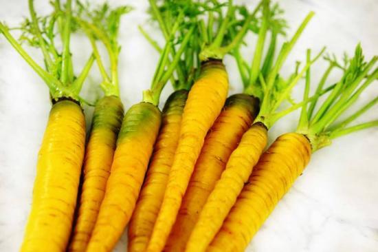 морковь лелтая