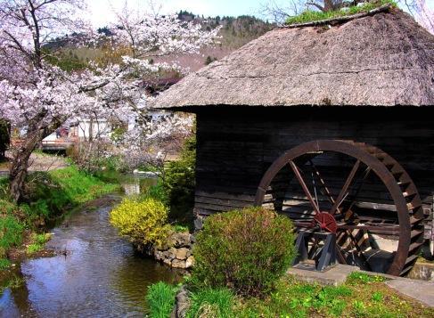 Водяная декоративная мельница