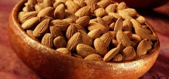 Миндальный орех, плоды